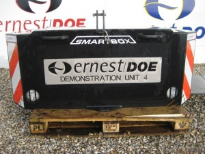2018 CHERRY CBS SMALL SMARTBOX EX DEMONSTRATION C/W 800KG WEIGHT TOP LID SCRATCHED AND RUSTY DECALS SCUFFED HANDLES BENT ON LID, TOP RIGHT HAND EDGE OF CONCRETE BLOCK BROKEN OFF- (SERIAL NO Q3694) (11163323)