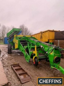 1999 Standen Vision trailed onion harvester, unmanned with 900mm hydraulic rotary intake paddle with manually adjustable depth wheels, 20 roller table fitted with 1125mm steel rollers, non wheel drive Serial No. VIS025 Location: Near St Ives