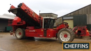 2013 DEWULF RA3060 2row SELF-PROPELLED BUNKER HARVESTER Fitted with front topper with cross conveyor, full width digging with 1.6m webs (44mm pitch), in cab controlled agitation, axial roller separator with hedgehog belt ring web feeding on to fully adjus