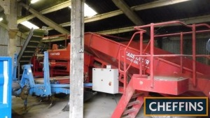 Tong Caretaker 1200 grader system c/w intake hopper, 6 rows of 6 finger stars with 900mm wide soil conveyor underneath. 4ft wide sizing screen fitted with 30mm metal screen, 900mm wide reject conveyor underneath, transferring to 4 person picking table wit