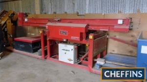 Tong twin head box filling unit with hydraulic raise and lowering of boxes, sensor controlled, 3phase Serial NO. 956661 Location: Near Biggleswade