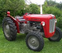 1962 MASSEY FERGUSON 35 3cylinder diesel TRACTOR Reg. No. 435 8UN Serial No. SNMY292846 Described as being in rally/show condition, this well presented example is fitted with a diff' lock pedal, full lighting kit and 12.4x28 rear and 600x16 front wheels a