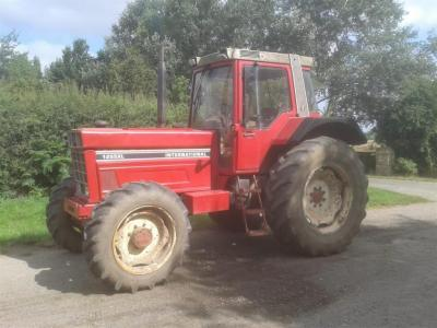 1982 INTERNATIONAL 1255XL 6cylinder diesel TRACTOR Reg. No. PKU 642X Serial No. 001169 Stated to be in ex-farm condition this 1255XL is fitted with rear linkage and drawbar. V5 available