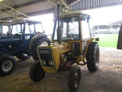 FORD 233 INTERNATIONAL 3cylinder diesel TRACTORIn good conditionReg. No. RTW 621WSerial No. B991378